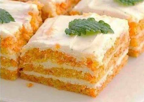 Пирожное с морковью и творожным кремом не вредно съесть даже на ночь! Ингредиенты: Для коржа: — морковь — 250 г — овсяная мука (молотые хлопья) — 8 ст. л. — яичный белок — 2 шт. — мед — 1 ст. л. — к…