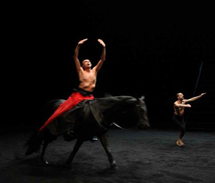 GRAND THÉÂTRE DE PROVENCE THÉÂTRE Bartabas, l'enchanteur équestre, présente sa toute nouvelle création, inspirée de l'Espagne, accompagné du danseur flamenco Andres Marin.