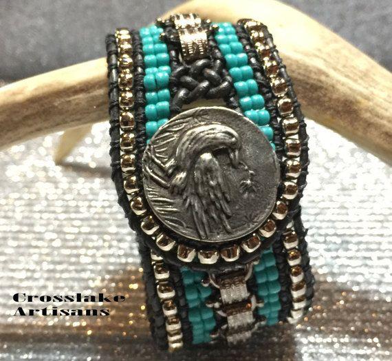 Серебряная цепочка манжета с бирюзой и ручной серебряной вороной
