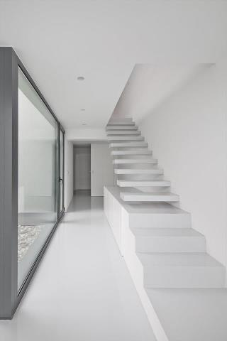id architects, modern, moderna, stairs, escada, branco, white, glass, vidro, hall, corredor