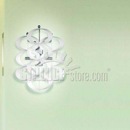 AV Mazzega Blow Up Lampada da parete in vetro soffiato lavorato a mano. Struttura in metallo cromato. Colore diffusore bianco acidato, rosso.