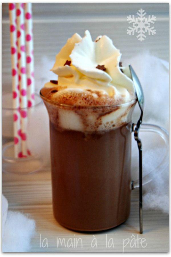 Chocolat chaud à la pâte à tartiner et chantilly à la vanille Bourbon