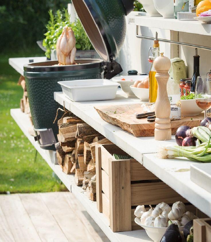 Betonschuttingen kunt u eventueel met houten schappen uitwerken, voor de handige klussers.
