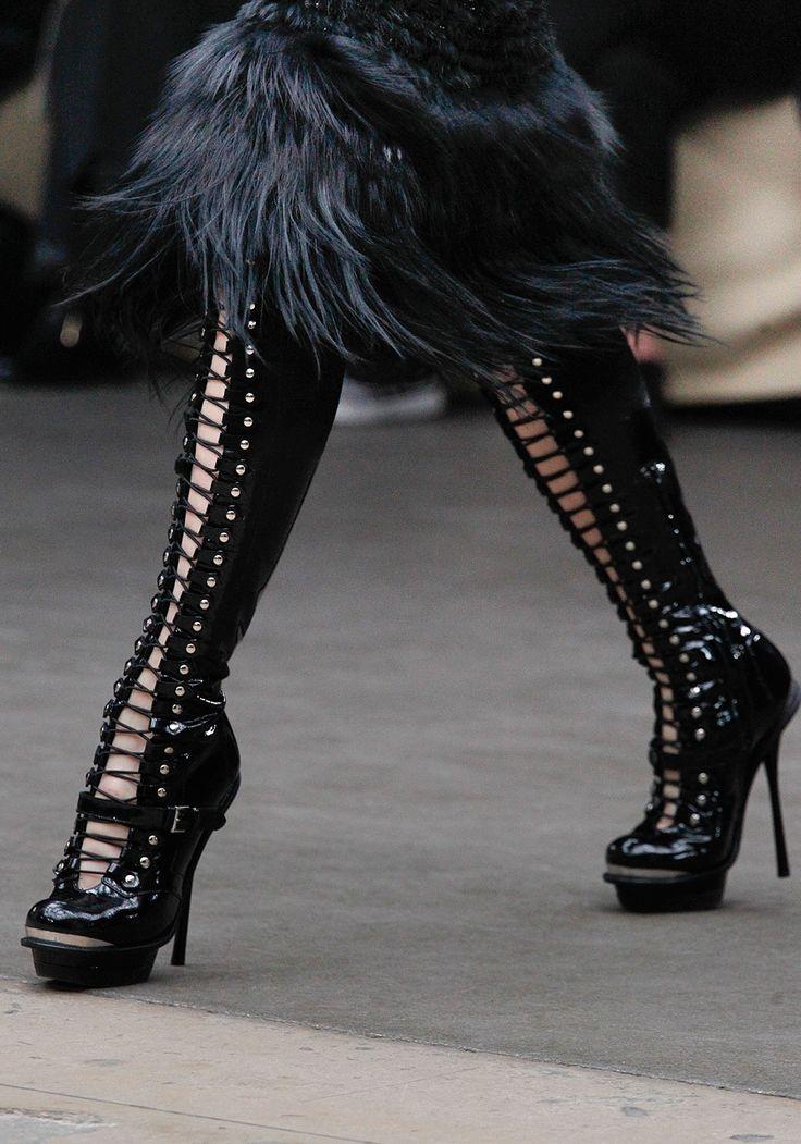 alexander-mcqueen-fashion-goth-shoes-wow-Favim.com-439722.jpg (840×1200)