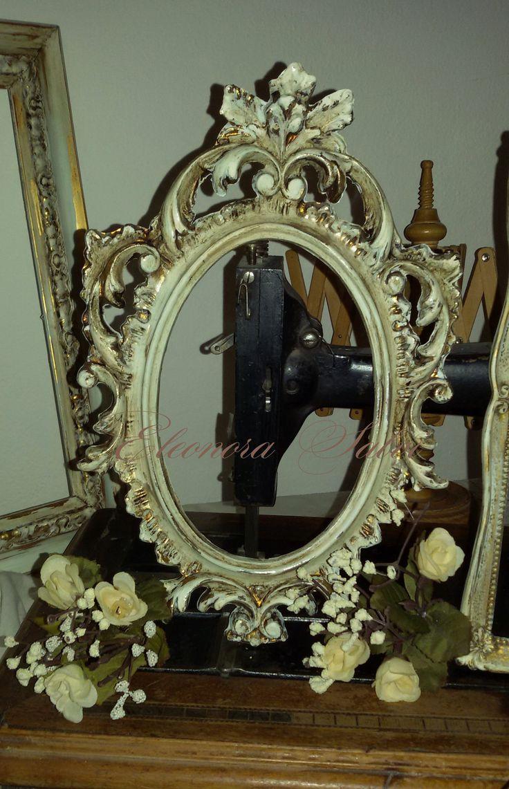 Cornice ovale intagliata in stile shabby chic, provenzale. Frame, shabby chic, provencal style.  https://www.facebook.com/atelierdellarteleonorasalvi/