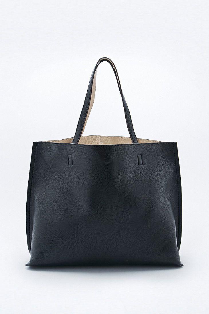 Reversible - Fourre-tout oversize imitation cuir noir et ivoire - Urban Outfitters