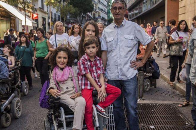 El Senado amonesta a la parlamentaria de Podemos que envió a un asistente a votar por ella