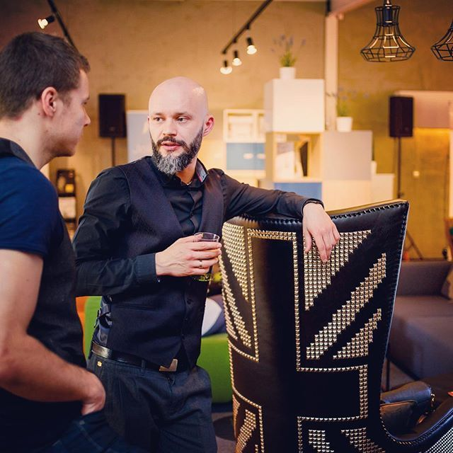 DC on fairs #deliciousconcept #delicious_concept #design #designer #furniture #furnituredesign #furnituredesigner #architecture #architect #fotelpunk #warsaw #andrew #fotel #armchair #armchairpunk #fairs #andrewdesigner #interiors #interiordesigner #interiodesign #polishdesign #projektymebli