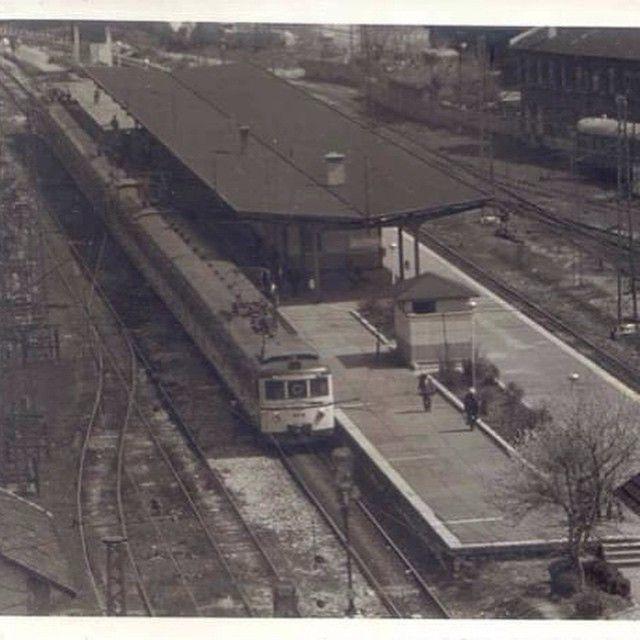 #yedikule #trainstation #istasyon #oldpic #instapic #instaphoto #picoftheday #photooftoday #instasyon #benimyedikulem #tren #railway #demiryolu #banliyö #transportation #amazing #awesome #trenimiziistiyoruz (Yedikule Tren Istasyonu)