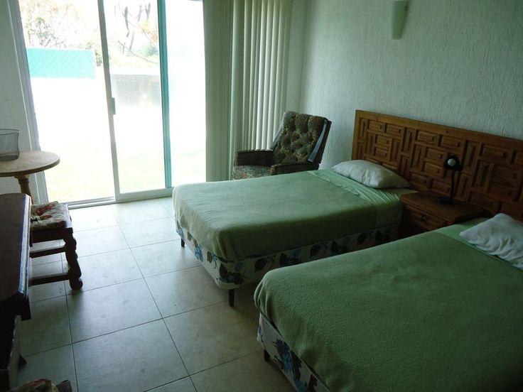 Recámara principal casa Tul. En renta por fin de semana en Lomas de Cocoyoc, Morelos, México. www.cocoyocbienesraices.com.mx
