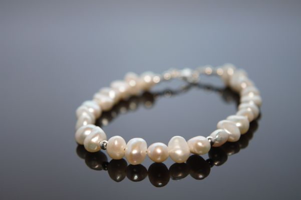 Beautiful Luna Bracelet, white nugget pearls and silver balls