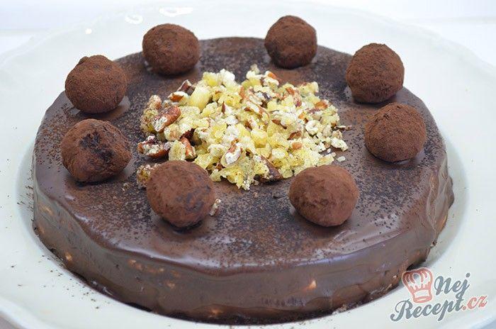Cuketové těsto, tvarohový krém a na vrchu vynikající čokoládová poleva zdobená mňamkovými kuličkami. Určitě jsem tento dort nedělala naposled. Autor: Lacusin