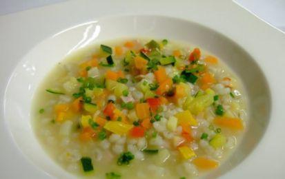 Ricette light con il Bimby: zuppa di orzo e verdurine - Torniamo a parlare di ricette light con il bimby: vi proponiamo infatti la zuppa di orzo e verdurine perfetta per tutti quelli che sono a dieta e che amano mangiare sano.