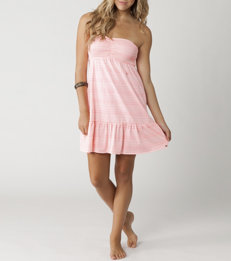 #lovesummer  cute little pale pink dress, way to go! good on the beach