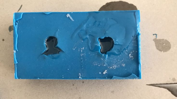 Fast cast polyurethane resin in silicone rubber mold