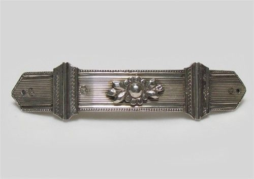 Zilveren haarspeld, gemaakt van een bijbelslot, ge