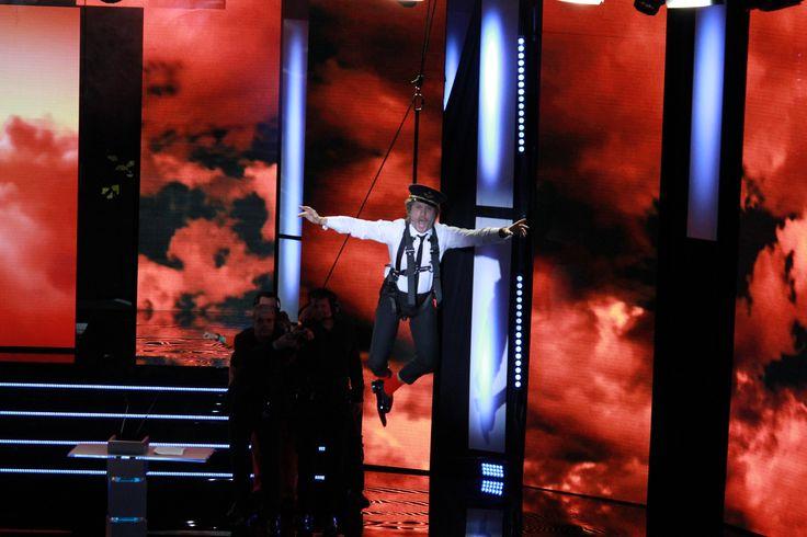 Folie douce, humour débridé, les Magritte ne ressemblent finalement à rien d'autre et c'est très bien ainsi. Charlie Dupont qui descend du ciel, lance une fanfare et s'envole avec des ailes d'anges, le départ est tonitruant.