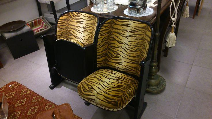 Oude bioscoop of theater stoelen, inklapbaar...