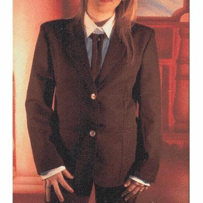 Giacca da donna con collo a punta in dracon con due bottoni. Tessuto 100% poliestere. Disponibile nelle taglie XS-XXL (40/58) e nei colori: ROSSO, BIANCO, VERDE, NERO, GRIGIO, GIALLO, BLU NOTTE, BLU ROYAL, PANNA, GRIGIO SCURO.