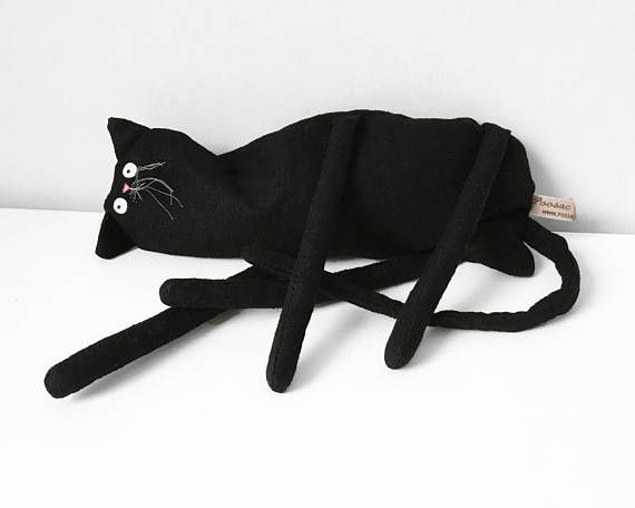 Zwarte kat kunst doll - mooie handgemaakte soft sculpture. MeeeEeeooOowwwW!!! Dit oh dus zoete zwarte kitty één van mijn oorspronkelijke collectible Poosac kunst poppen is. Elke één van mijn Poosac creaties is liefdevol handgemaakt met enorm veel liefde, zorg en aandacht. Fijn gemaakt van met de hand geborduurd en handgeschilderde linnen, polyester toy vulling en plastic kralen deze prachtige kunst pop zou het maken van een zeer speciale metgezel voor kinderen en volwassenen. Het zou ook...