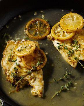 Kip en citroen, ze passen zo goed bij mekaar! Een heerlijke bereiding van kipfilet. Lekker met gebakken patatjes en een fris slaatje of geroosterde groenten.