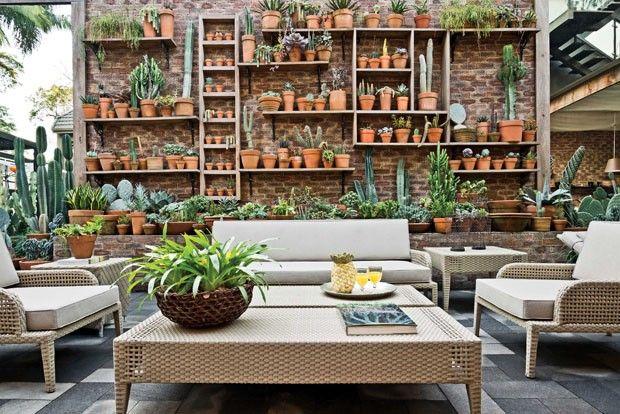 5ª Mostra Artefacto Beach & Country- São Paulo- Brasil/O Terraço do Café, criado por Gilberto Elkis, repaginado para esta edição do evento, foi planejado para dar vida a um jardim que explora o clima árido e envolvente do Oriente Médio.