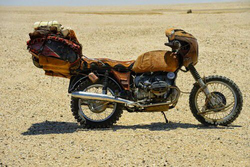 Image from http://www.mbike.com/news/wp-content/uploads/2015/06/fury-road-motorcycle-4-500x333.jpg.