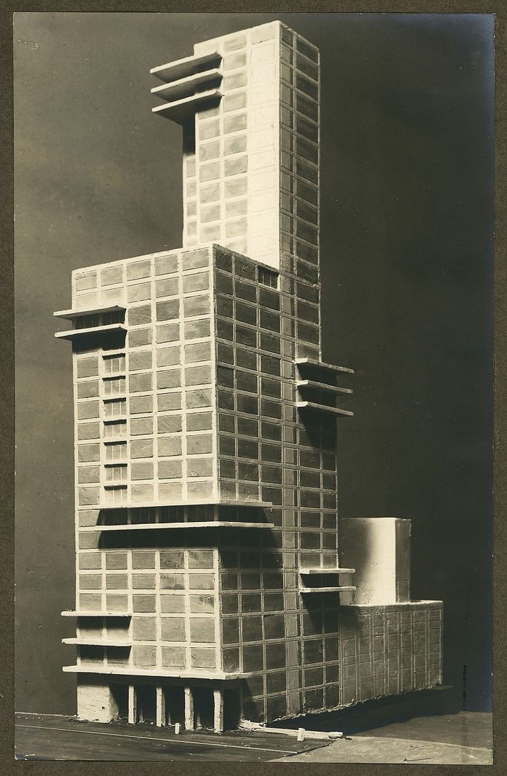 Walter gropius and adolf meyer chicago tribune tower for Architecture bauhaus