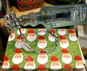 Cadena soporte botella. Original y sorprendente soporte cadena, rígida, para botellas de vino o licor.