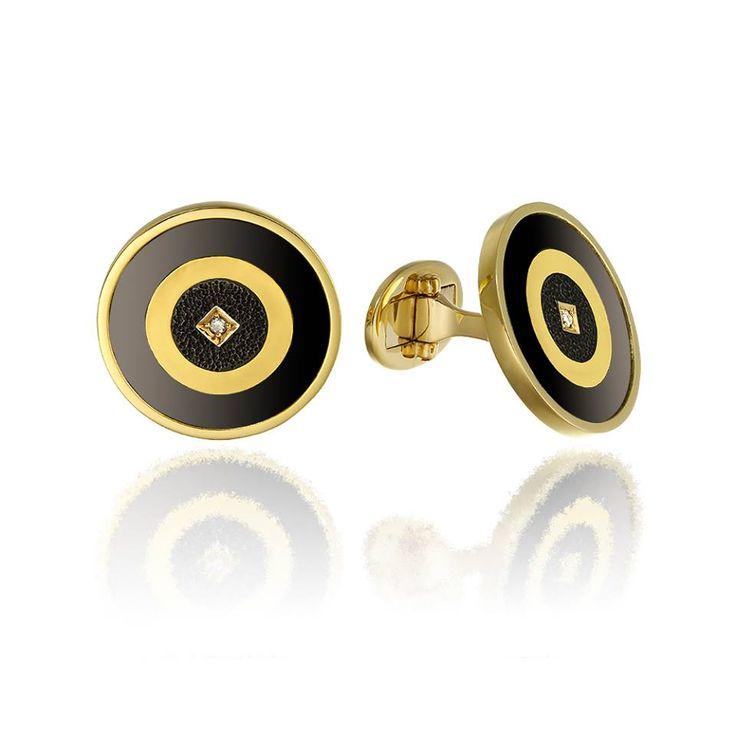 Accesoriu definitoriu al eleganței masculine.   Butoni realizați manual în Atelirele Sabion din aur galben de 18 karate și tantal, având montate diamante de 0,03 ct, culoare-claritate GSI.  http://sabion.ro/ro/produs/butoni-tau-26/