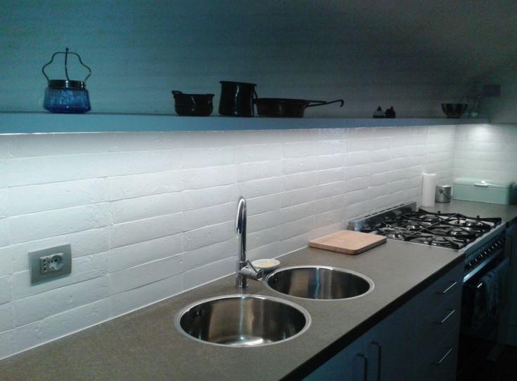 ... Cucina In Resina : Piastrelle cucina parete paraspruzzi in resina una