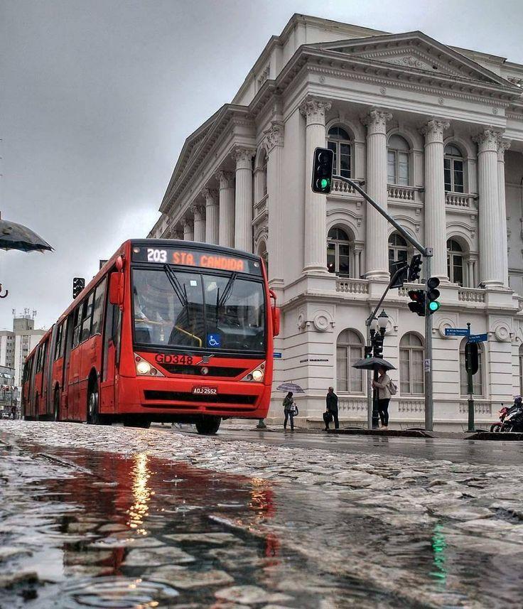 """Curitiba - Paraná - Brasil  - RPC (@rpcparana) no Instagram: """"A previsão de hoje é de chuva para aliviar o tempo seco. Esse clique molhado é do @jacksoncabral,…"""""""