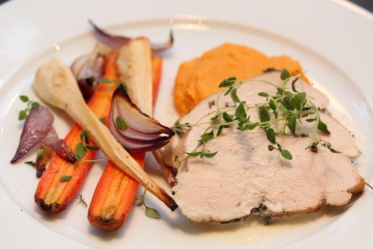 Langtidsstekt kalkunbryst med hvitvinsaus, ovnsbakte rotgrønnsaker og søtpotetmos - TRINEs MATBLOGG