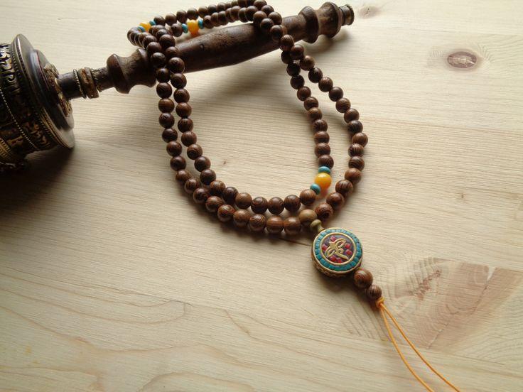 mala 2  - σανταλόξυλο 6mm  - μήκος 82 cm  + 3 cm βούδας και πέτρες  - μπορεί να προστεθεί φουντάκι  - 22 euro   #μάλα #ομ #mala #om #yoga #108 #beads #sandalwood μαλα mala