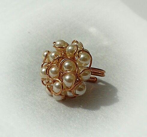 Anello in rame e perle