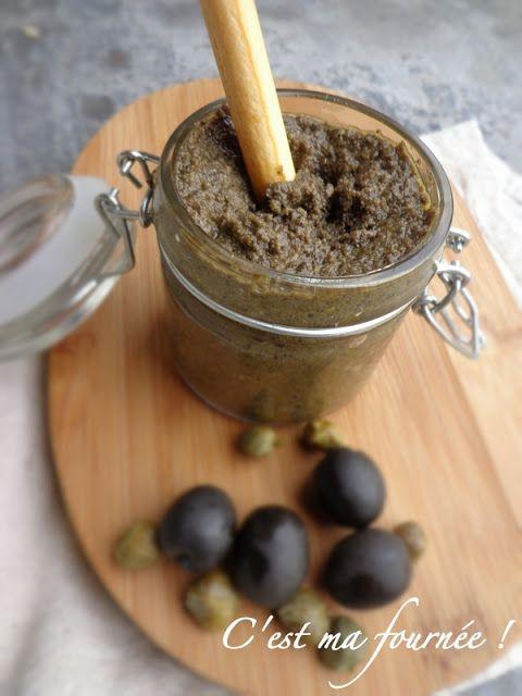 Tapenade olives noires, câpres, anchois, ail, tomates séchées et origan - À tartiner sur du pain grillé à l'apéritif, ou pour y plonger des gressins, des bâtonnets de légumes