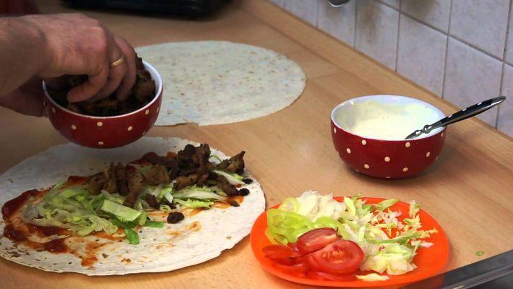 Sposób przyrządzenia kebaba w placku tortilli.Polecam