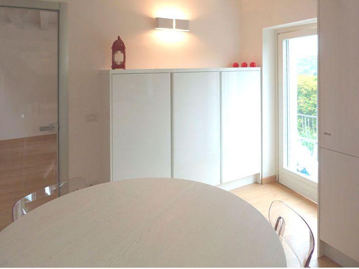 IDEA DISPENSA PER LA CUCINA. 3 colonne di profondità ridotta possono essere perfette come dispensa nella cucina. Mobile contenitore perfetto come dispensa in cucina.