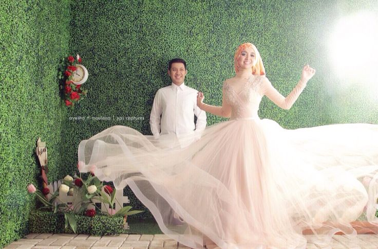 ❤️ #prewedding #hijabwedding #weddingphotography #weddingphotograph #studioprewedding #hijab #groom #bride #muslimprewedding #shabbychic
