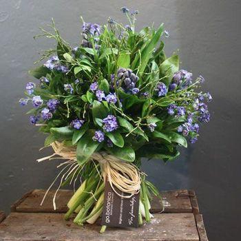 わすれなぐさは、3月15日の誕生花。青いヒアシンスと組み合わせて、3月生れの方のバースデイブーケにいかが?