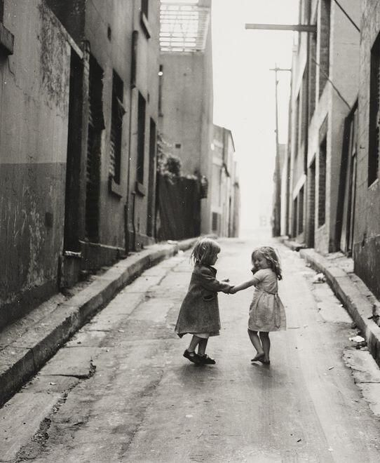 Children playing in the slums of Sydney. (1949) Photo By Ted Hood