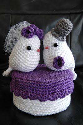 Voor een bruiloft heeft Claudia deze Love Birds gemaakt. Het is een bruidspaar op een doosje. In het doosje kan een cadeautje voor het br...