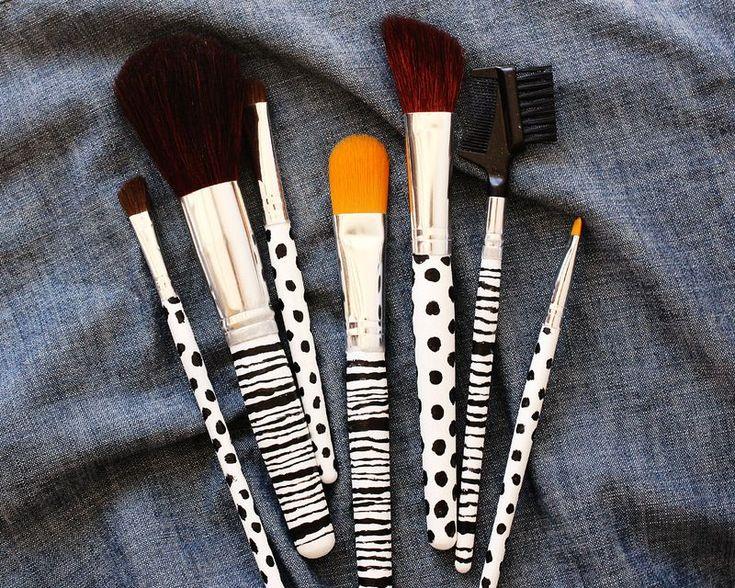 DIY makeup brushes: Custom Makeup, Makeup Brushes, Patterns Makeup, Make Up Brushes, Makeup Travel, Diy Patterns, Paintings Makeup, Diy Projects, Diy Makeup