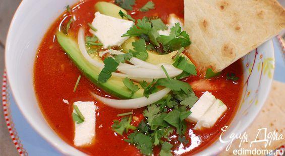 Куриный бульон можно заменить овощным, а вместо тортильи взять крутоны или простые сухарики. Базилик и мята тоже будут замечательно работать в этом супе.
