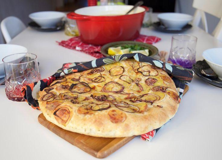 Focaccia med rödlök och potatis - ZEINAS KITCHEN