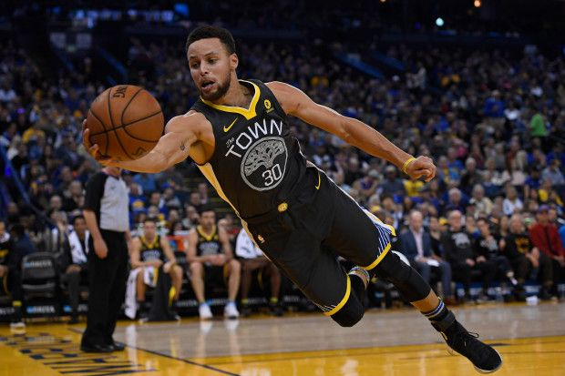 Golden State Warriors' Stephen Curry (30) dives to save a ball from going out of bounds while playing against the Memphis Grizzlies during the third quarter of their NBA game at the Oracle Arena in Oakland, Calif., on Saturday, Dec. 30, 2017. Golden State defeats Memphis 141-128. (Jose Carlos Fajardo/Bay Area News Group)