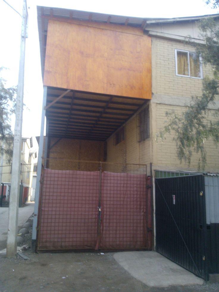 Autoconstrucción en el Barrio Chino, las paredes no sólo hablan por sus dibujos, sino tambien por como se constituyen, donde y con que