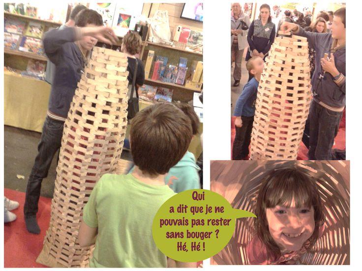 La patience et la concentration sont la clef indispensable de belles constructions... https://www.ecolojeux.com/jeux-construction-en-bois/348-kapla-coffre-1000-planchettes.html