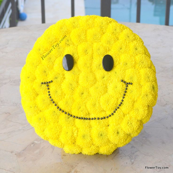 FlowerToy Happy Face made from fresh flowers  Order online www.FlowerToy.com ✈️ We Ship Nationwide