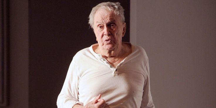 """Robert Hirsch, 90 ans, remontera sur les planches à la rentrée au Théâtre de l'OEuvre dans une nouvelle pièce de Florian Zeller, """"Avant de s'envoler"""", a annoncé vendredi la production."""